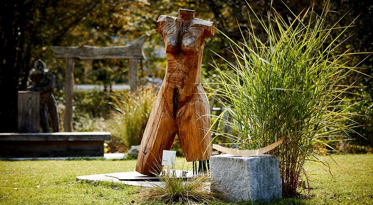 Anmut – Skulptur aus Eiche
