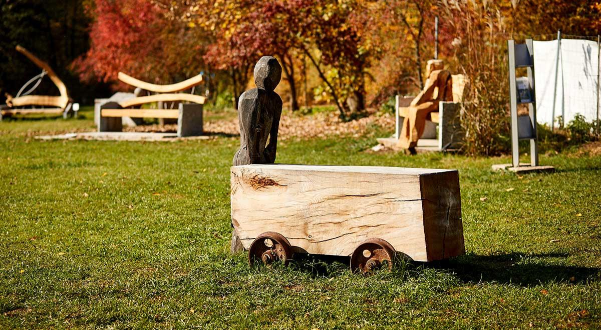 Anschub – Skulptur aus Eiche